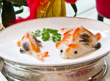 Nourriture chinoise, forme de poissons Images libres de droits