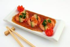 Nourriture chinoise - le gourmet a grillé des crevettes roses de tigre de roi sur le blanc Photos stock