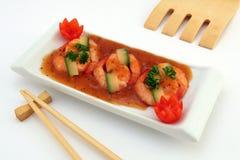 Nourriture chinoise - le gourmet a grillé des crevettes roses de tigre de roi sur le blanc Photographie stock libre de droits