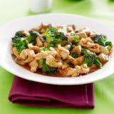 Nourriture chinoise - le stir de poulet et de brocoli font frire image stock