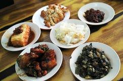 Nourriture chinoise sur la table image stock