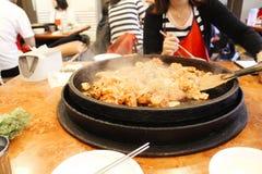 Nourriture coréenne grillée épicée Dakgalbi de poulet images stock
