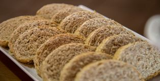 Nourriture coupée en tranches de pain complet photo libre de droits