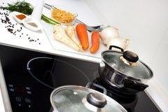 Nourriture crue et cuisson images stock