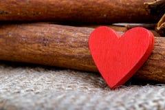 Nourriture cuite avec amour Le jour de Valentine Images stock