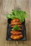 Nourriture délicieuse de la Nouvelle-Orléans d'aile de poulet images libres de droits