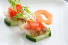 Nourriture d'auriculaire de poulet et de concombre Image libre de droits
