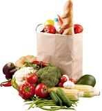 Nourriture dans le sac d'épicerie brun d'isolement au-dessus du blanc photos stock