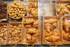 Nourriture de boulangerie Pâtisseries fraîches dans la boutique de pâtisserie photo libre de droits