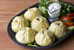 Nourriture de Buryat - buuzy bourré de la viande Photos libres de droits