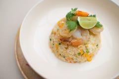 Nourriture de crevettes roses d'oeufs de riz frit Photo stock
