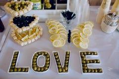 Nourriture de décor de réception de mariage Photos stock