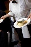 Nourriture de mariage étant servie Photo stock