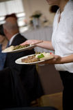 Nourriture de mariage servi par un serveur Photo libre de droits