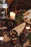 Nourriture de Noël - châtaignes sur le papier image libre de droits