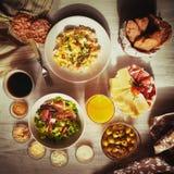 Nourriture de petit déjeuner fraîche Oeufs brouillés Images libres de droits