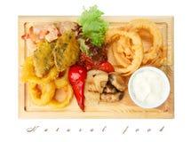 Nourriture de restaurant - les fruits de mer rôtis avec les légumes grillés assortissent Images stock