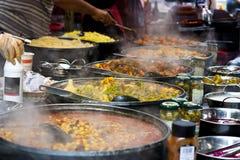 Nourriture de rue : Buffet épicé de cuisine thaïe Photo stock