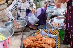 Nourriture de rue dans Bagan, Myanmar photos stock