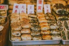 Nourriture de rue dans la ville antique de Zhujiajiao, Chine images libres de droits