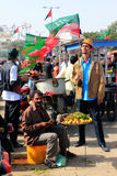 Nourriture de rue en dehors de rassemblement de PTI dans la Karachi, Pakistan photographie stock libre de droits