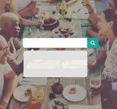 Nourriture dinant le concept d'amis de vacances de partie Images libres de droits