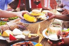 Nourriture diverse de déjeuner de personnes partageant le concept Photographie stock