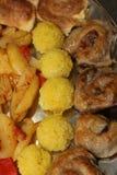 Nourriture empilée d'un plat Image stock