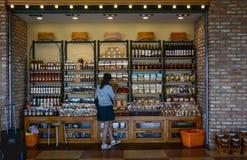 Nourriture et boisson spéciales au supermarché photographie stock libre de droits