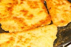 Nourriture faisant cuire et brunissant dans la poêle image libre de droits