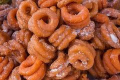 Nourriture faite main colorée, localement appelée Nimki, dans un Bangla Pohela Baishakh juste Photo stock