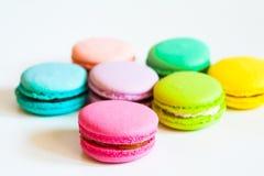 Nourriture fond de blanc de macarons Photo stock