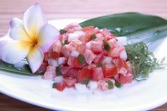 Nourriture hawaïenne (saumons de lomilomi) Image libre de droits