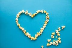 Nourriture Image des formes de coeur à partir du maïs éclaté Maïs éclaté délicieux o Photo libre de droits