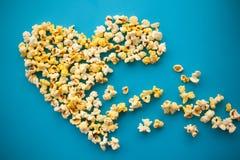 Nourriture Image des formes de coeur à partir du maïs éclaté Maïs éclaté délicieux o Photo stock