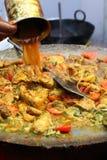 Nourriture indienne de rue : Plat de poulet Images stock