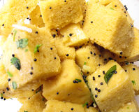 Nourriture indienne Dhokla images stock