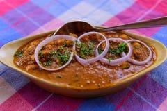 Nourriture indienne goan traditionnelle de masala de Chana haricots et sauce chaude photo stock