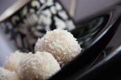 Nourriture indienne. Noix de coco Laddu Image stock