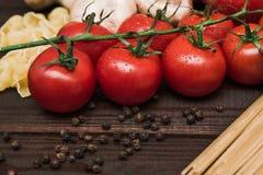 Nourriture italienne fraîche sur le fond en bois Image stock