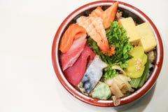 Nourriture japonaise dans une cuvette Photos stock