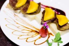 Nourriture japonaise de gril avec le fruit de mangue Images libres de droits