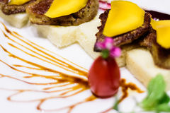 Nourriture japonaise de gril avec le fruit de mangue Photos stock