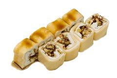 Nourriture japonaise Petits pains de sushi sur un fond blanc Photo libre de droits
