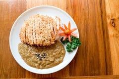 Nourriture japonaise, riz avec le cari et porc frit images stock