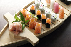 Nourriture japonaise traditionnelle de sushi Image stock
