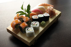 Nourriture japonaise traditionnelle de sushi Photos libres de droits