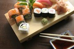Nourriture japonaise traditionnelle de sushi photo stock