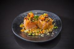 Nourriture japonaise traditionnelle sur le plat en céramique photos libres de droits