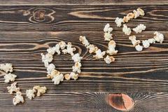 Nourriture malsaine de fond de texture d'amour de maïs éclaté Image stock
